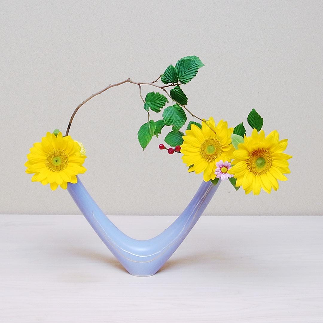 自由花 向日葵、姫水木、ピンポンマム、小菊、ヒペリカム