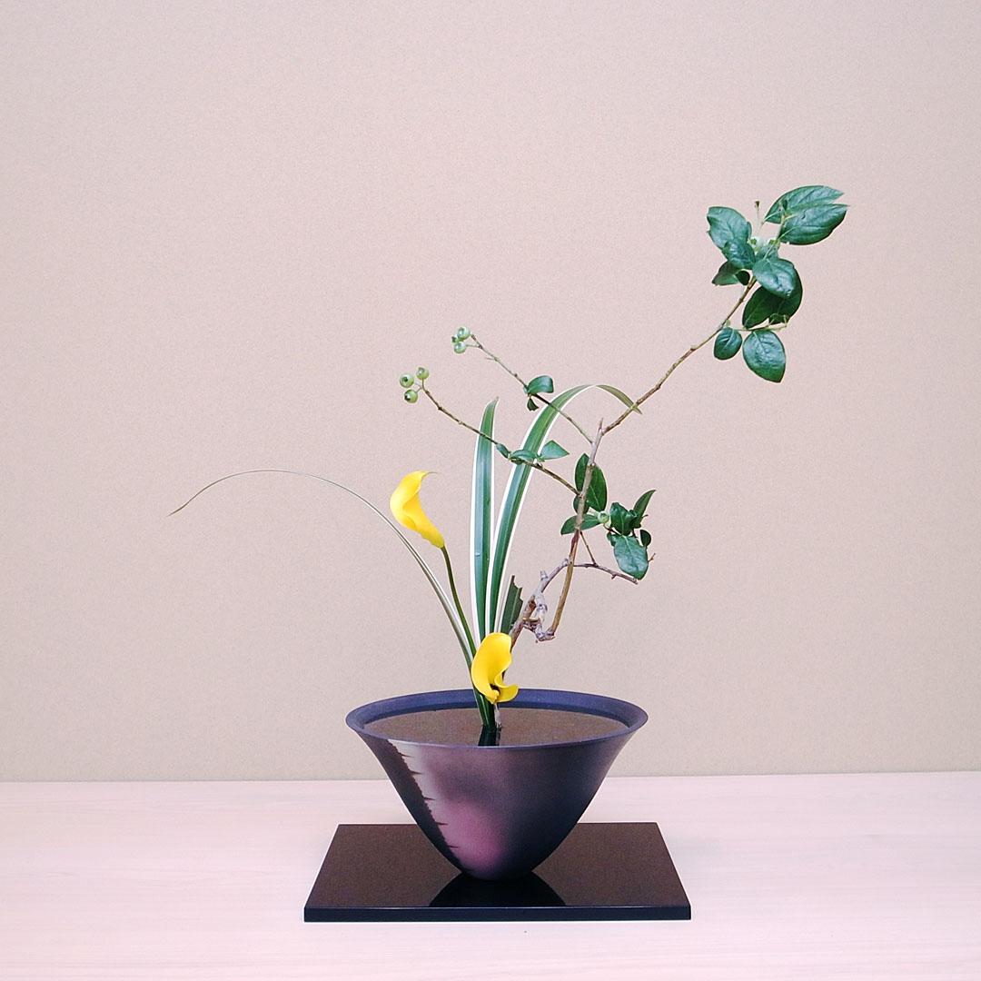 生花新風体 ブルーベリー、カラー、桔梗蘭