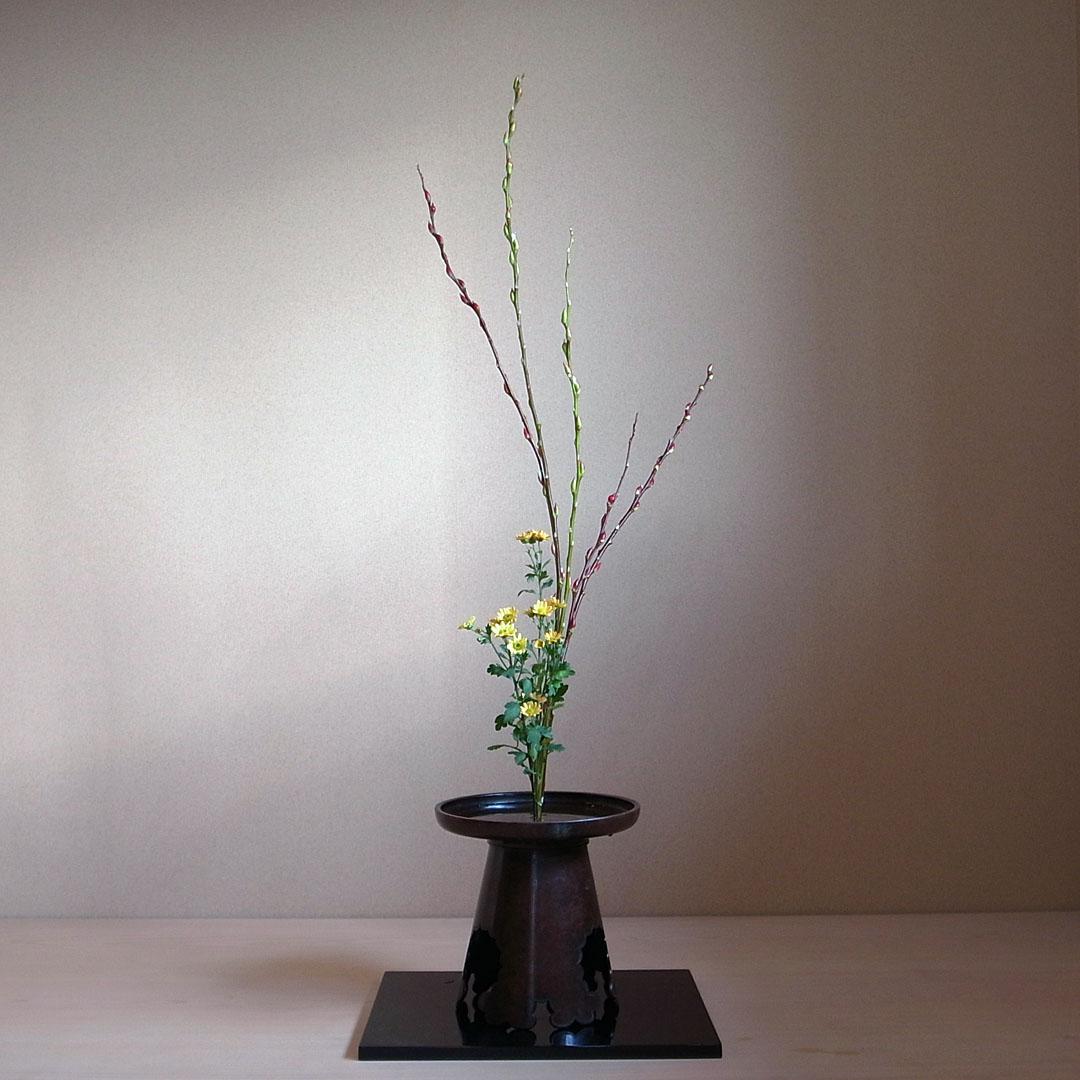 生花正風体 赤芽柳、小菊