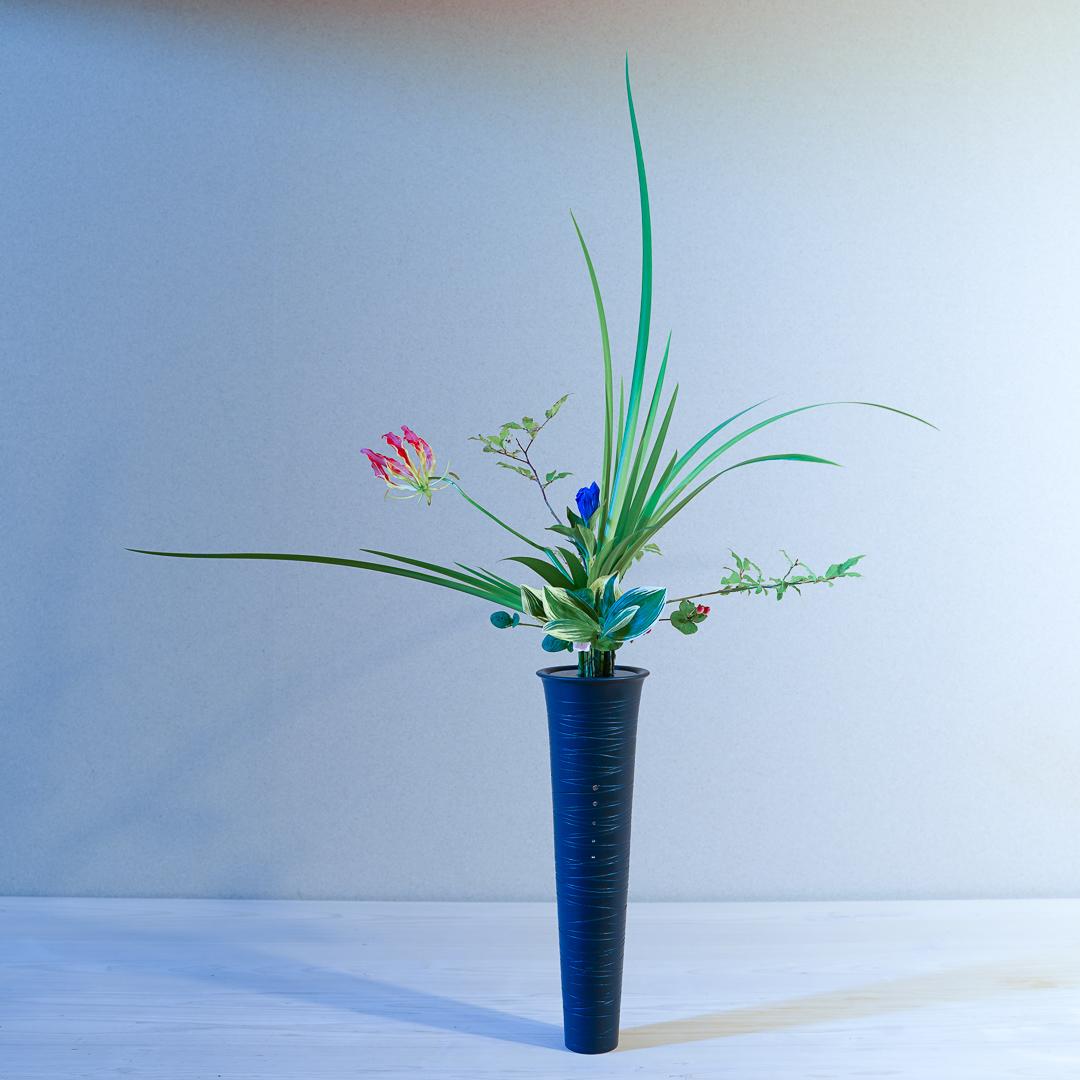立花正風体 燕子花、グロリオサ、なつはぜ、竜胆、著莪、なるこらん、ヒペリカム、日々草