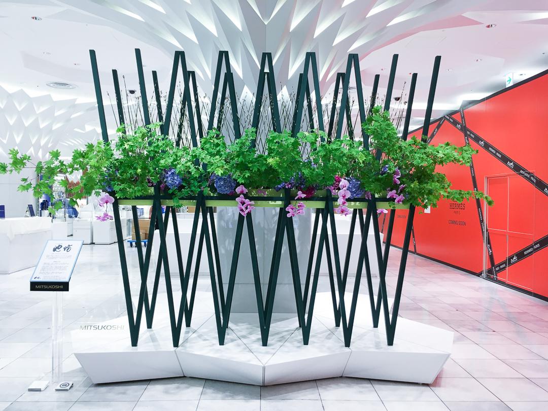 日本橋三越一階の装花を担当