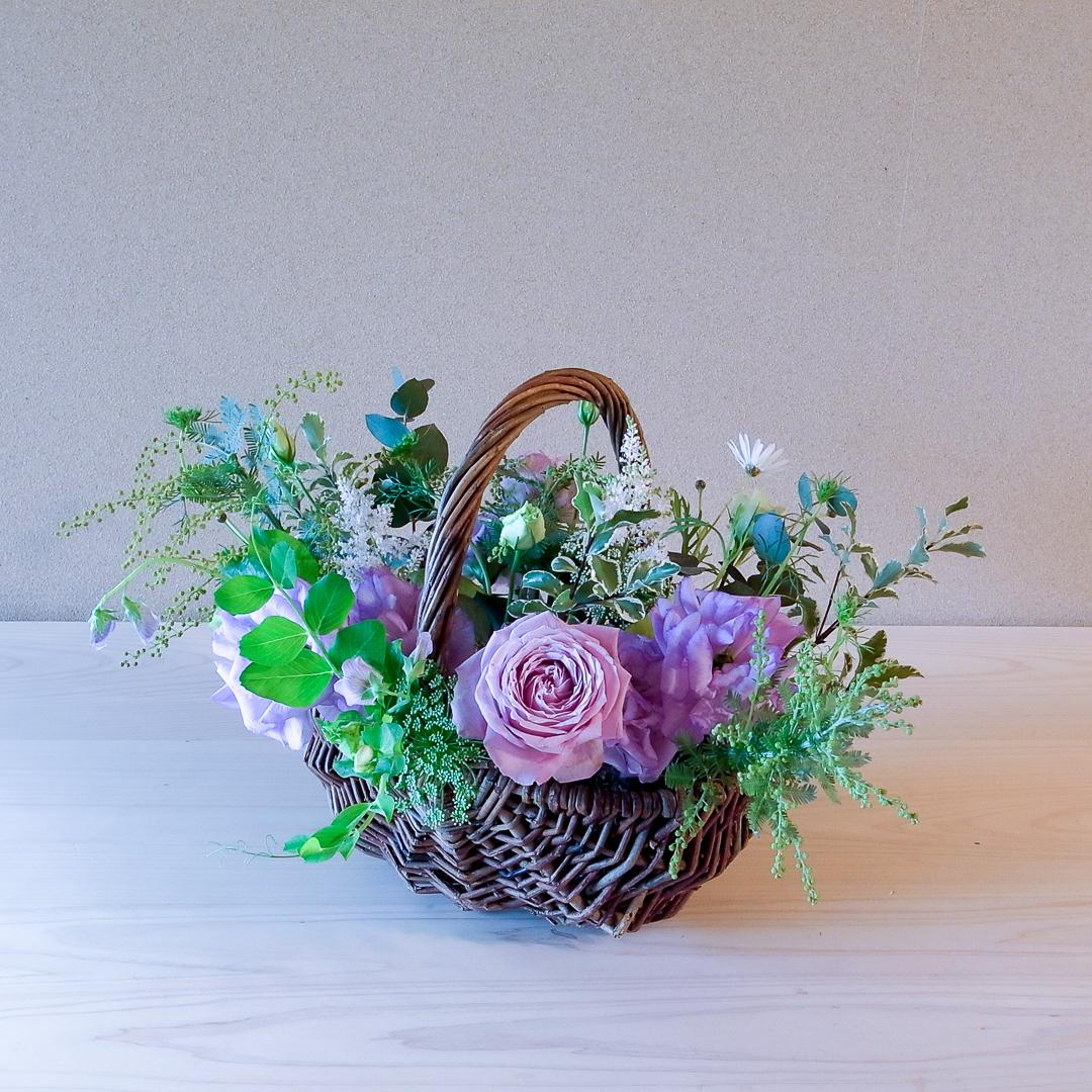 自由花 バラ、トルコ桔梗、豆、ミモザアカシア、マーガレット、ユーカリ、レースフラワー、ライムポトス